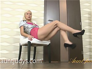 Vanessa Hell fingers Her cunny and sphincter
