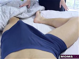 Step-Mom Wakes Sleeping son-in-law For sausage And creampie