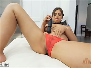 Exotic Ella Knox is smoking super-steamy playing with her toy