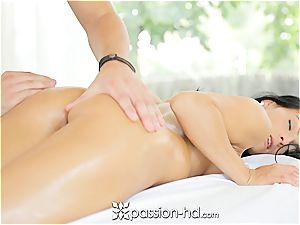 Lexi gets a total assets massage with facial cumshot