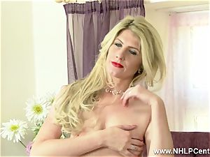 blondie milf snatch play in retro underwear nylons stilettos