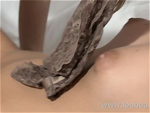 Lesbea HD wet muff from your grope
