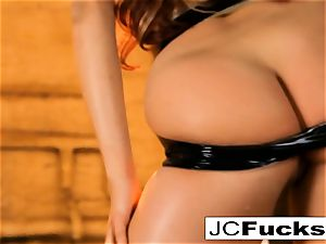Grungy douche gets jaw-dropping visitor named Jayden Cole