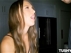 TUSHYRAW handsome Latina Gapes and Gapes Some More