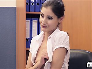 arses BUERO - German honey pummels manager in office affair