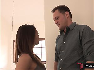 Alec fits his cock deep into Sara Luvv