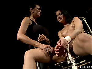 mad Mandy Bright has some fun with this whore