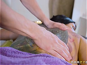 Romi Rain likes unique massage