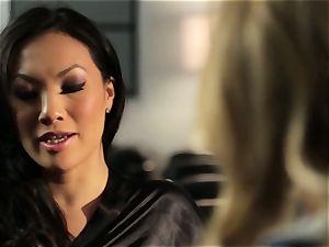 Asa Akira flashes Samantha Saint a fresh pasttime
