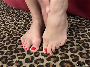 Mia Austin Gets a foot adoring and twat screwing