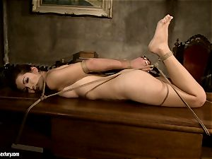 Mandy Bright bind a stellar nude babe on the table
