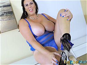 EuropeMaturE big-boobed Mature Lulu lush and big baps