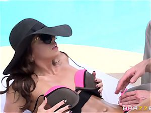 babe Abigail Mac gets well-lubed up and pulverized by the waiter