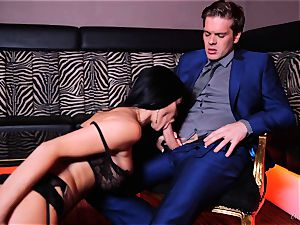 british wonder dame Jasmine Jae packed in her amazing pearl snatch